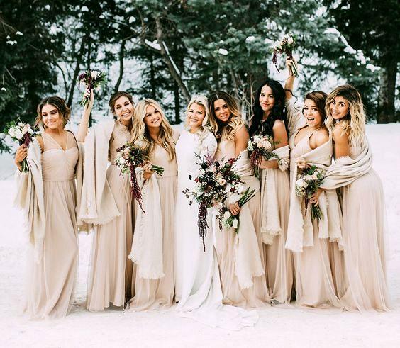 шаферски рокли за сватба през зимата