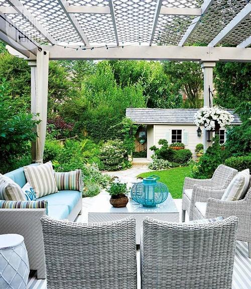 дворът и градината