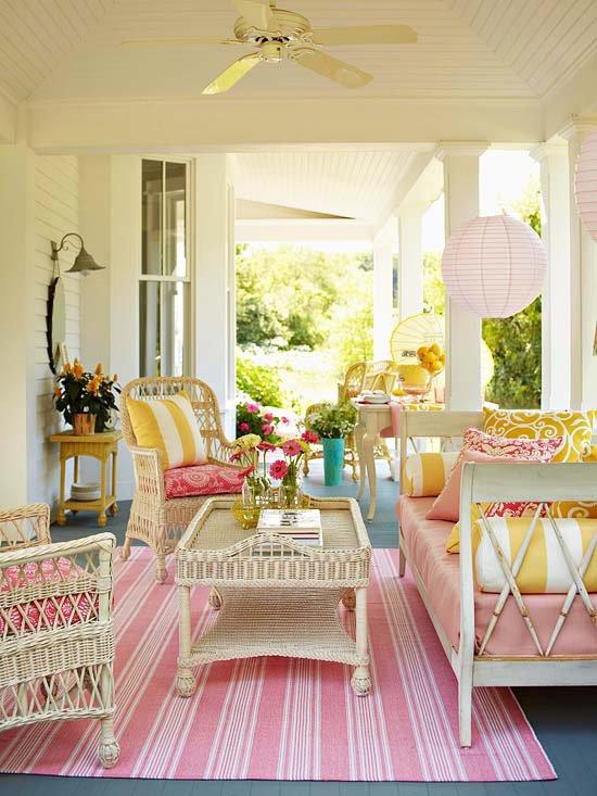 veranda na kushta v rozovo julto i bqlo