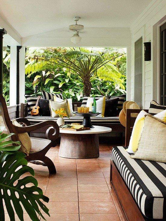 veranda na kushta v cherno bqlo i julto