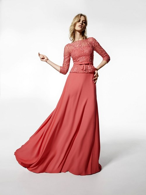 бални рокли
