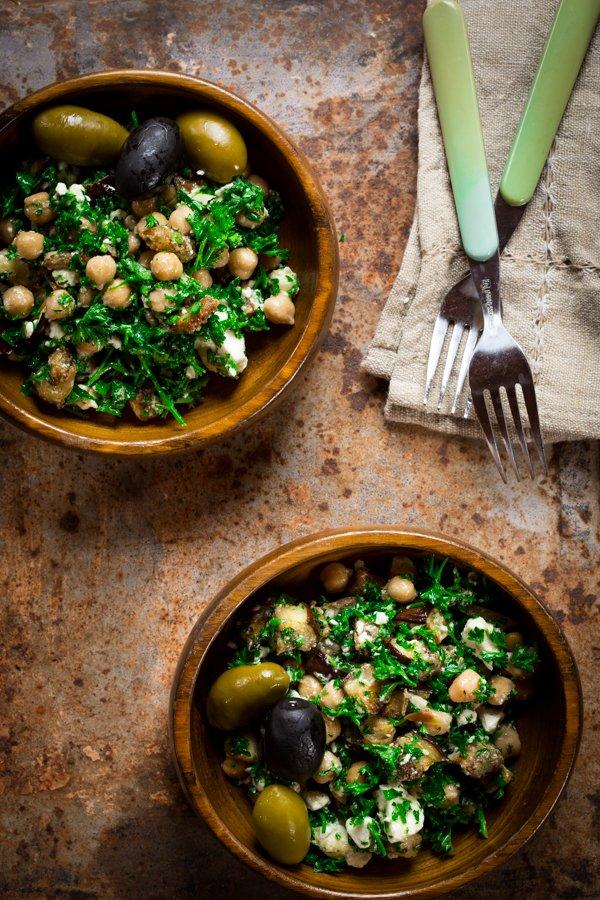 recepta za sredizemnomorska salata s patladjan nahut i feta