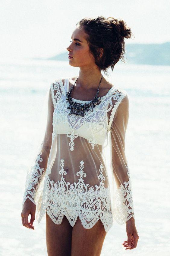 idei za autfit za plaja beach style bqla dantelena roklq za plaja