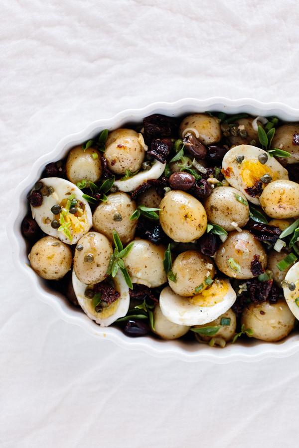 recepta za salata ot vareni presni kartofi susheni domati maslini kalamata