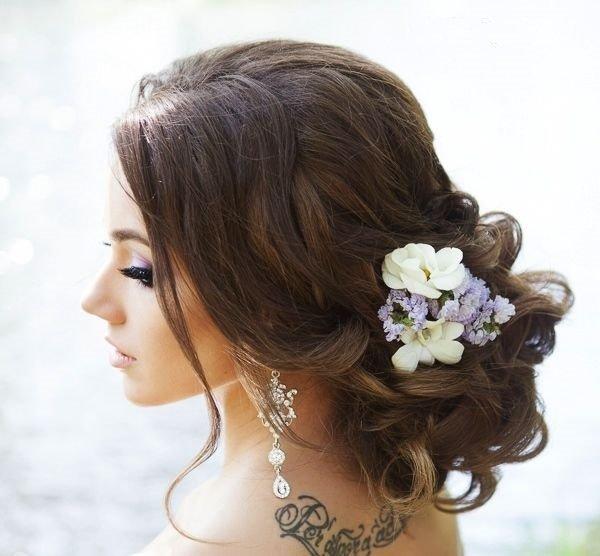 svatbena pricheska za dulga kosa na kok s kudrici
