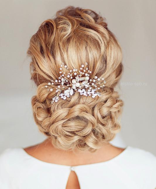 svatbena pricheska s pribrana kosa na kos