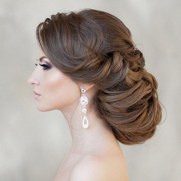 svatbena pricheska sus spletena kosa
