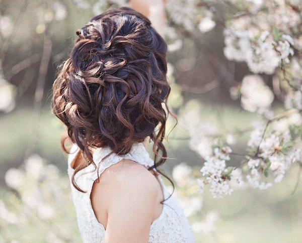 svatbeni pricheski s pribrana kosa