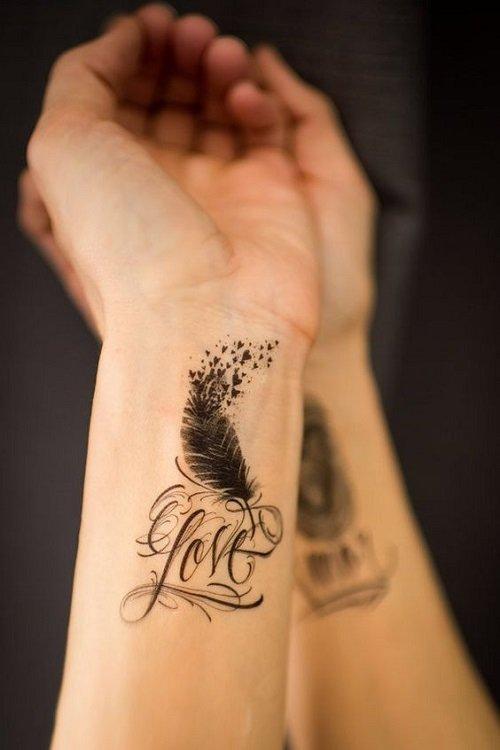 tatuirovki za jeni za dlani s pero i nadpis
