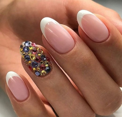 frenski manikur za badem forma nokti
