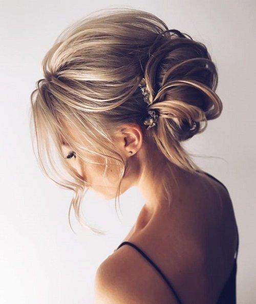pricheski za bal s pribrana kosa