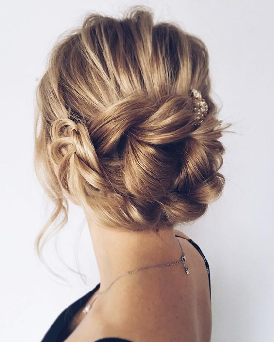 koledna pricheska s pribrana kosa