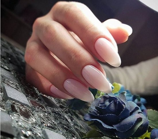 frenski manikur za nokti badem