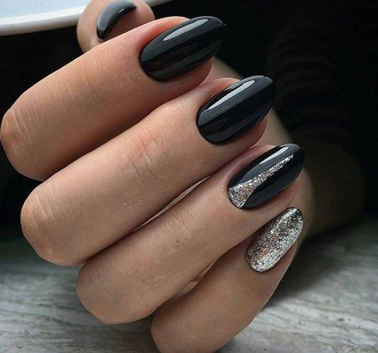 cheren manikur nokti badem
