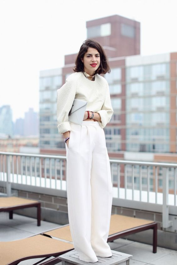 zimen stailing za po-dulgi kraka s beli pantaloni