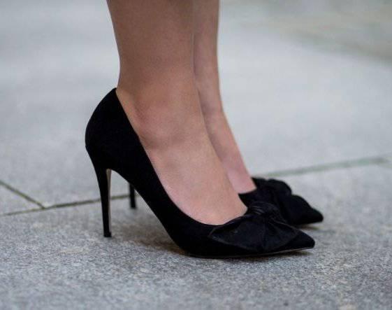 cherni obuvki na tokcheta