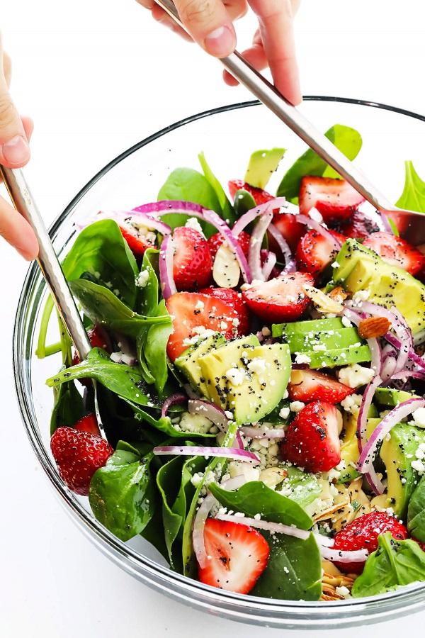 salata s spanak s qgodi