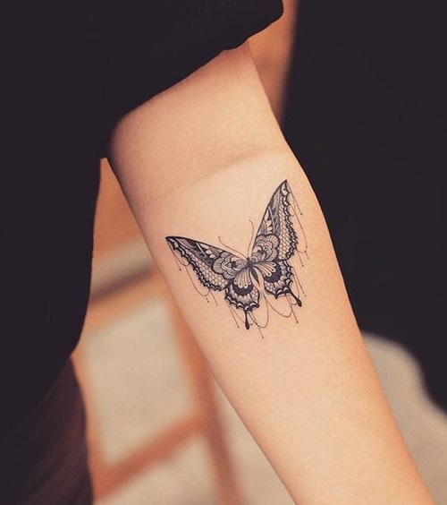 nejna tatuirovka peperuda