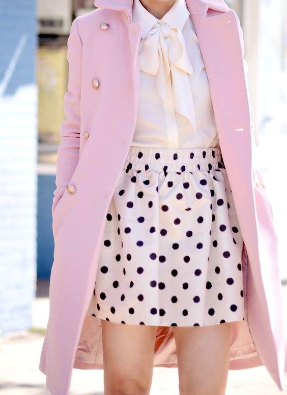 rozova pola na cherni tochki