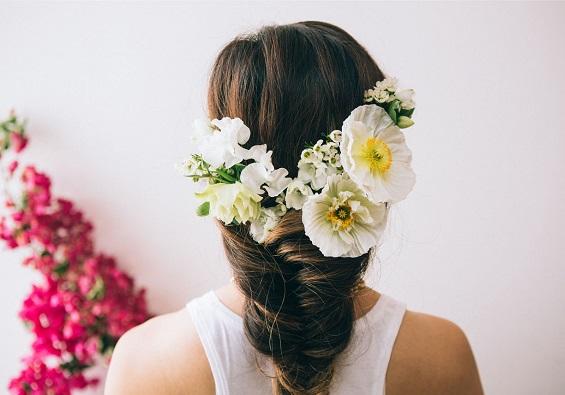 svatbeni pricheski s cvetq